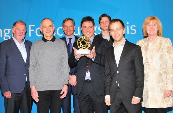 Preisträger mit dem Vorstand [Foto: FLI/Magdalena Voll]